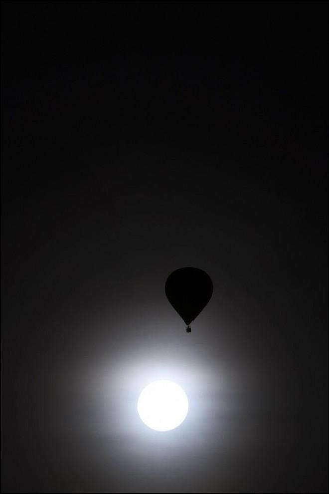 2) В воздухе. (Reuters/Valentin Flauraud)