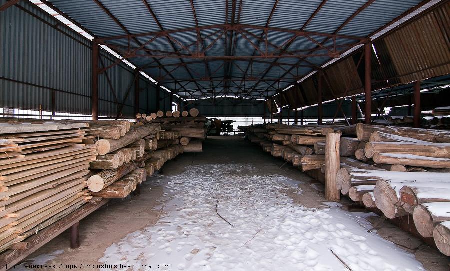 2) Все игрушки делаются из липы, которое просушивается около четырех лет . Дерево мягкое и с ним легко работать.