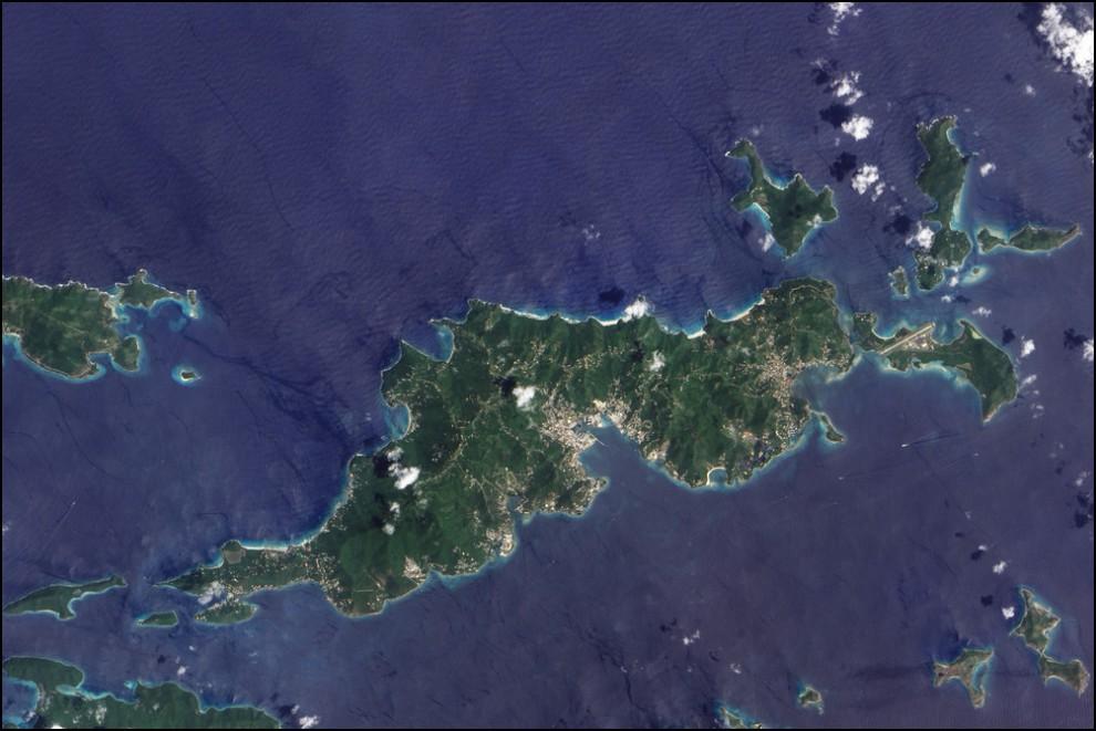 3) © NASA Earth Observatory/Jesse Allen // Виргинские острова и самый крупный из них, остров Тортола.