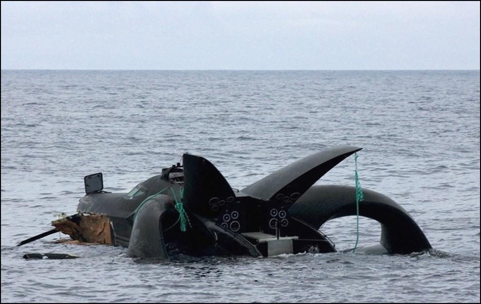 3) © REUTERS/Sea Shepeherd/Glenn Lockitch // В пятницу лодка полностью утонула.