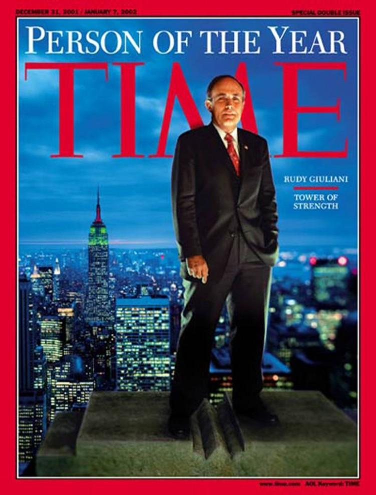 3. Будучи мэром Нью-Йорка во время теракта 11 сентября 2001 года, который навсегда изменил Америку, Руди Джулиани показал себя эффективным и уверенным руководителем.  Журнал Time писал о нем: «Спасибо Джулиани за то, что он верит в нас больше, чем мы сами верим в себя, за его удивительную храбрость и необходимую дерзость»