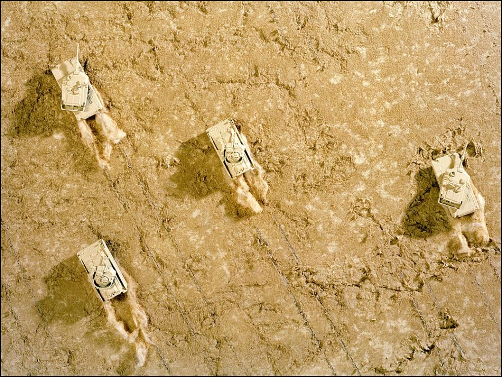 3) © Bradley Wollman // Пересекая пустыню.