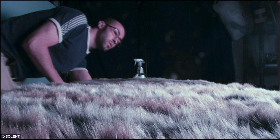 4) Мэтью за работой во время подготовки к съемке ``Равнины``.