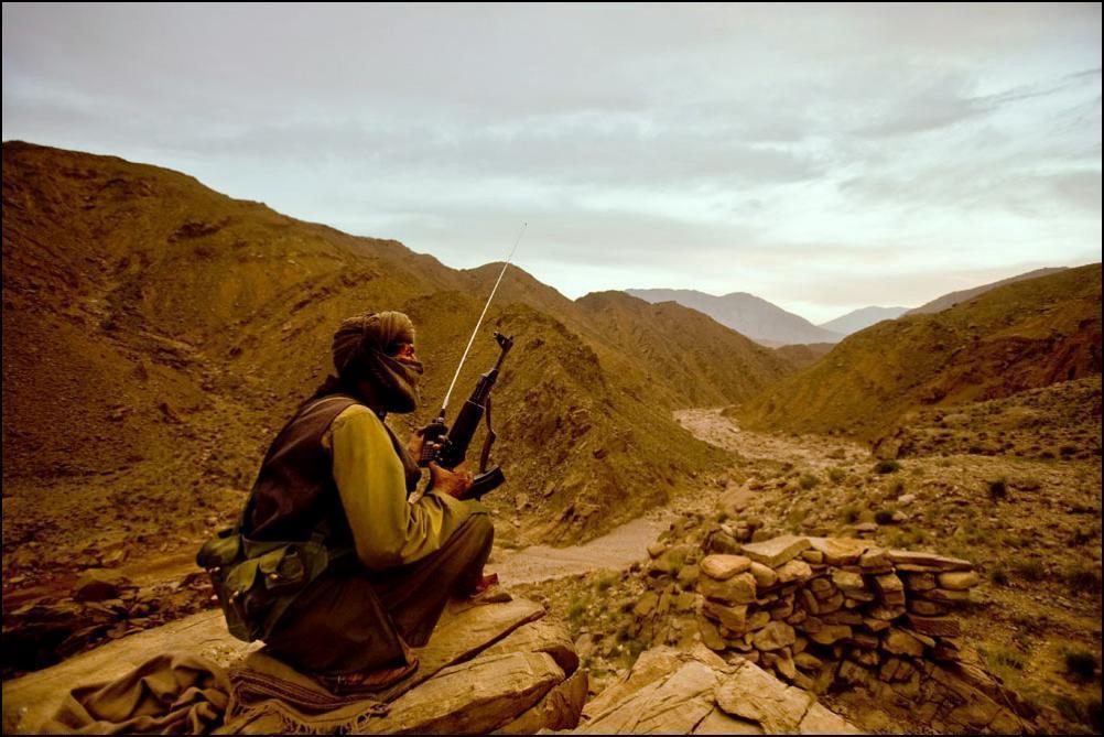 4) Боевик армии освобождения Белуджистана (BLA) в лагере армии в двух часах езды от Кетты.