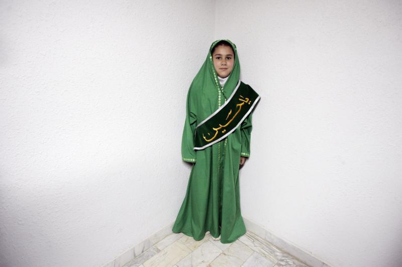 4. Сторонница иранского премьер-министра Мир-Хуссейна Мусави – ведущего реформистского кандидата в президенты – позирует фотографу в провинции Ардебил, Иран, 1 июня 2009 года. (UPI Photo/Hossein Fatemi)