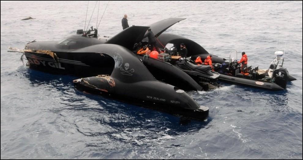 5) © REUTERS/Sea Shepherd/JoAnne McArthur // Ady Gil.