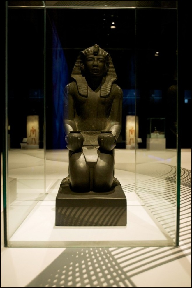 5) © Juan Naharro Gimenez/Getty Images // Статуя стоящего на коленях Рамзеса IV.