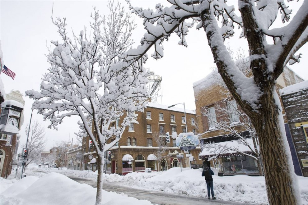 5. Снег накрыл улицу Сан-Франциско 22 января 2010 года в Флагстаффе, штат Аризона. (Michael Chow / Arizona Republic via AP)