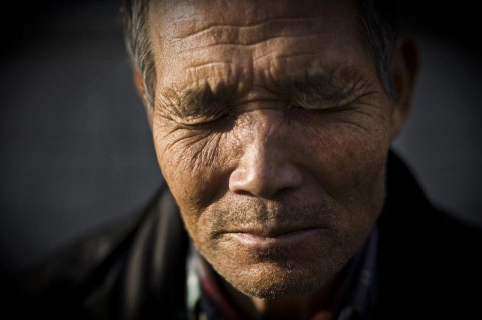 6. 65-летний Тамиичи Кувата который живет на социальное пособие. Снимок сделан 27 января 2009 года в Осаке. (Shiho Fukada)