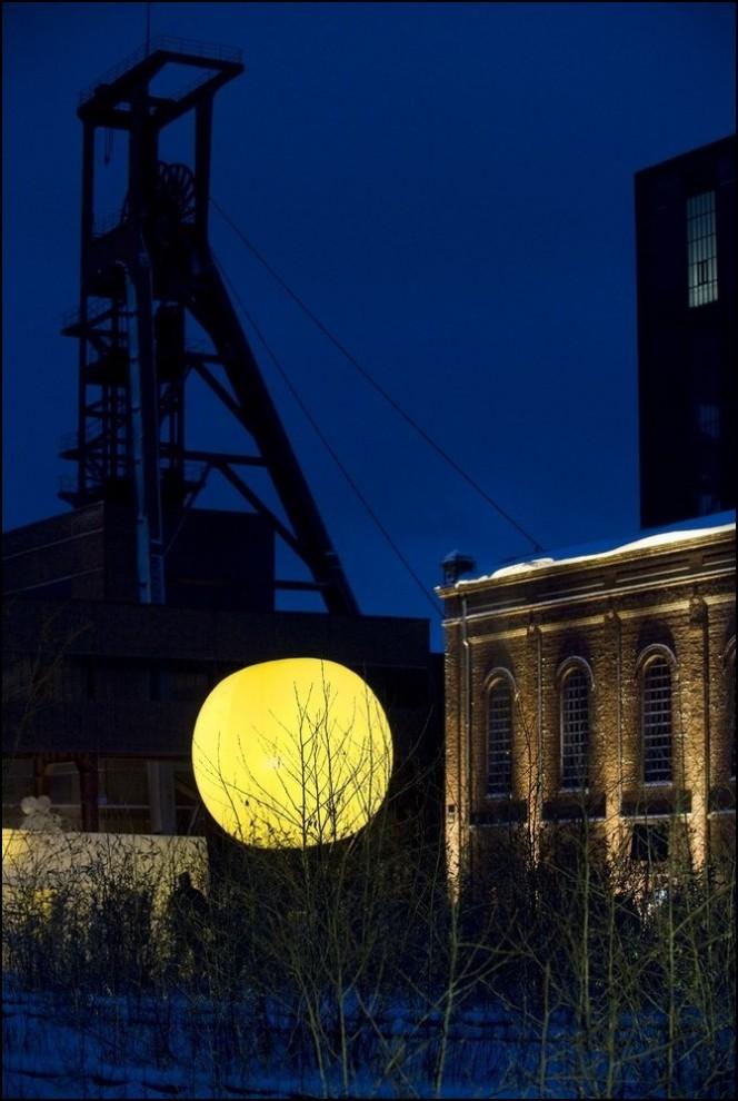 """6) © Kirsten Neumann/Getty Images // Арт-инсталляция рядом с """"Zeche Zollverein""""."""