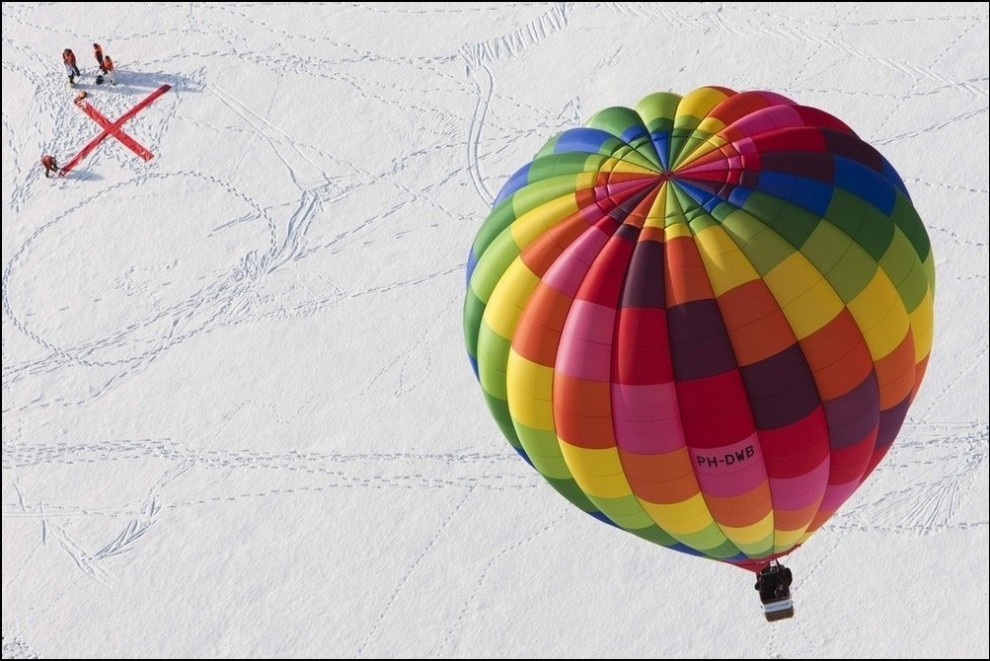 6) Шар приближается к посадочной отметке. (Reuters/Valentin Flauraud)