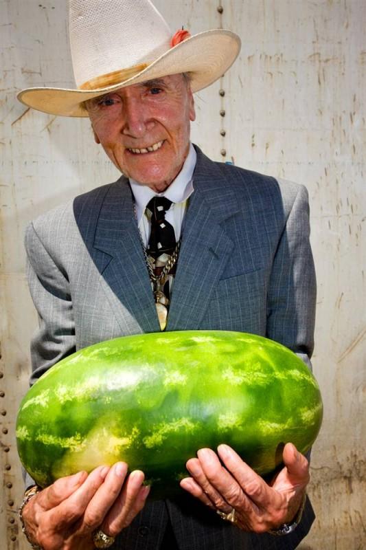 7. Фрэнк Галант на 47-ом ежегодном фестивале арбузов в Санлэнде, Калифорния. (Jeff Dunas / Character Project)