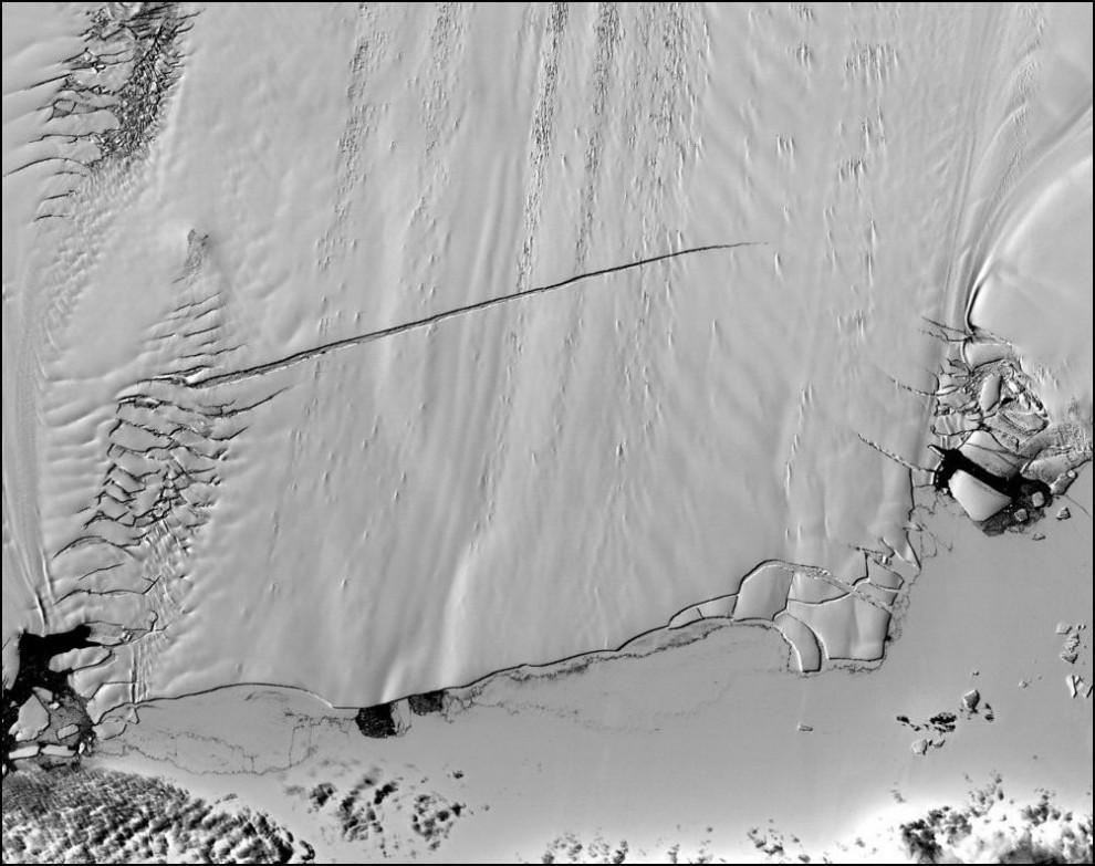 7)© NASA // Ледник Соснового острова, Антарктика.