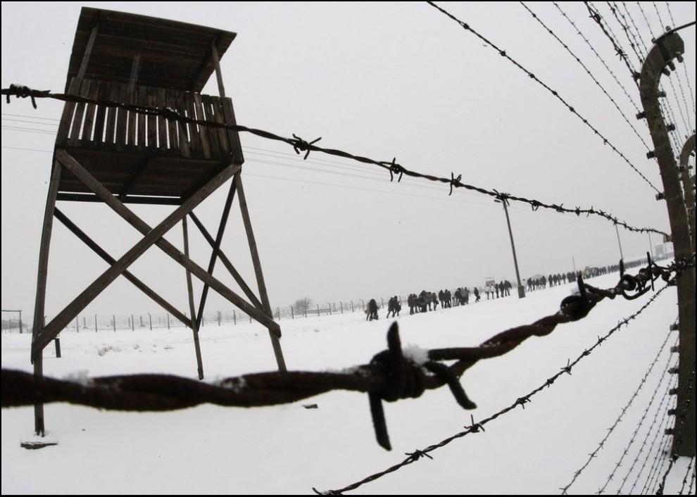 7) (Reuters/Eric Gaillard)
