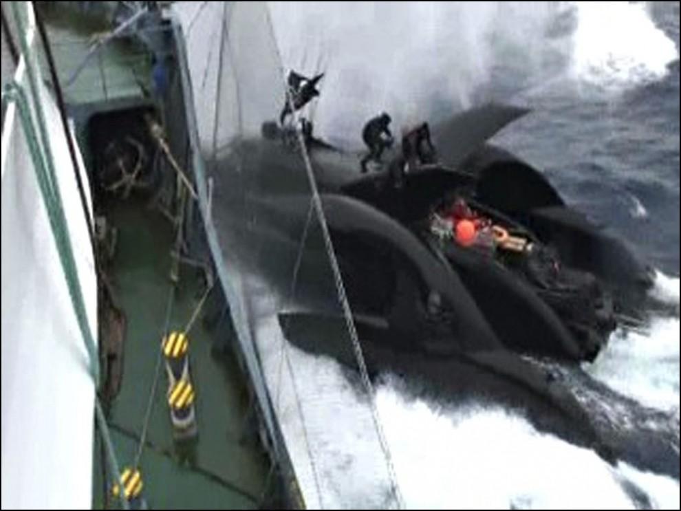8) © REUTERS/The Institute of Cetacean Research // Лодка была сконструирована и оснащена по последнему слову техники.