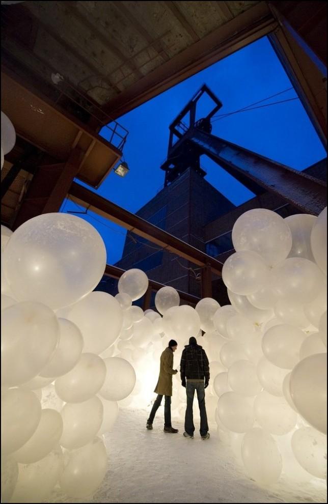 """8) © Kirsten Neumann/Getty Images // Арт-инсталляция рядом с """"Zeche Zollverein""""."""