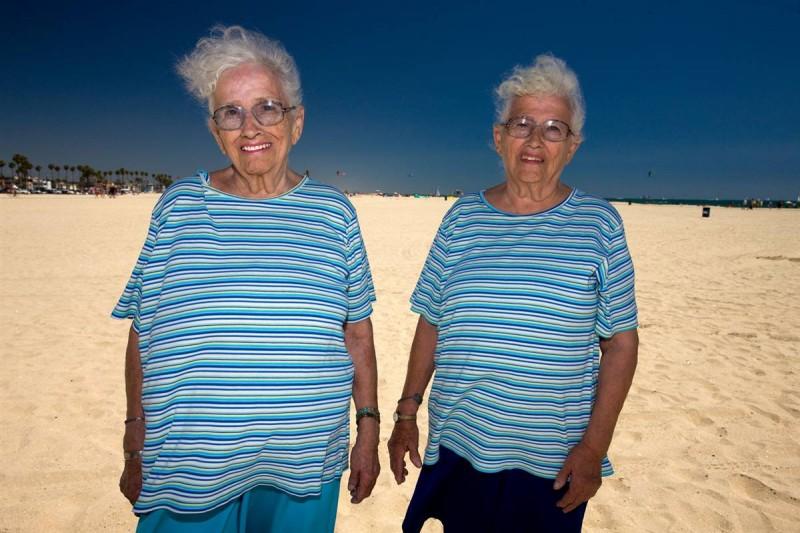 8. Джейн Уэллес и Элизабет Осборн на 75-ом ежегодном соревновании по строительству замков из песка в Лонг Бич, Калифорния. (Jeff Dunas / Character Project)