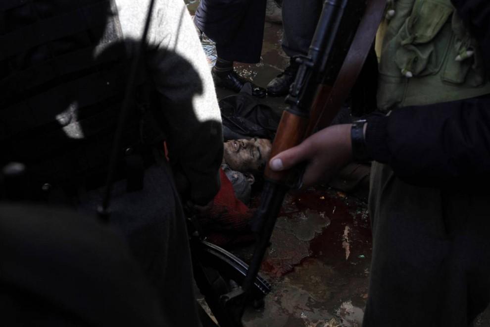 8. Мертвый талиб после перестрелки в Кабуле. (Musadeq Sadeq / AP)