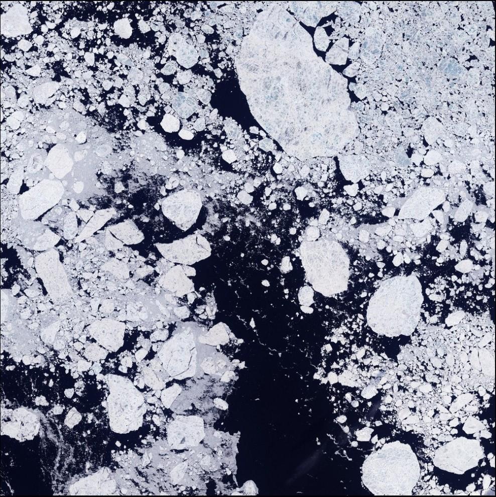 8)© NASA // Северный ледовитый.