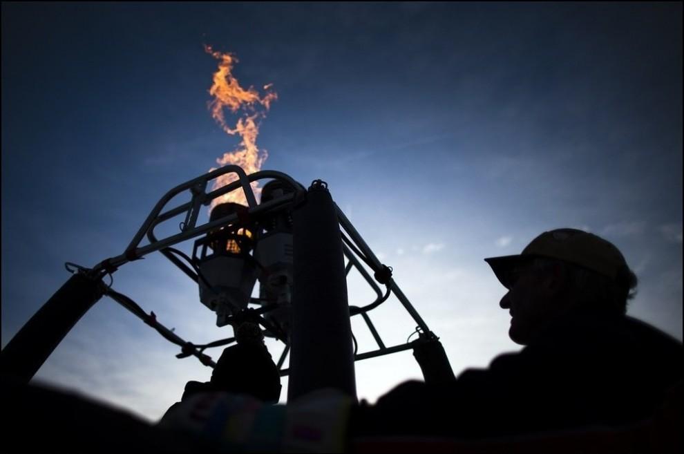 8) Проверка горелки. (Reuters/Valentin Flauraud)