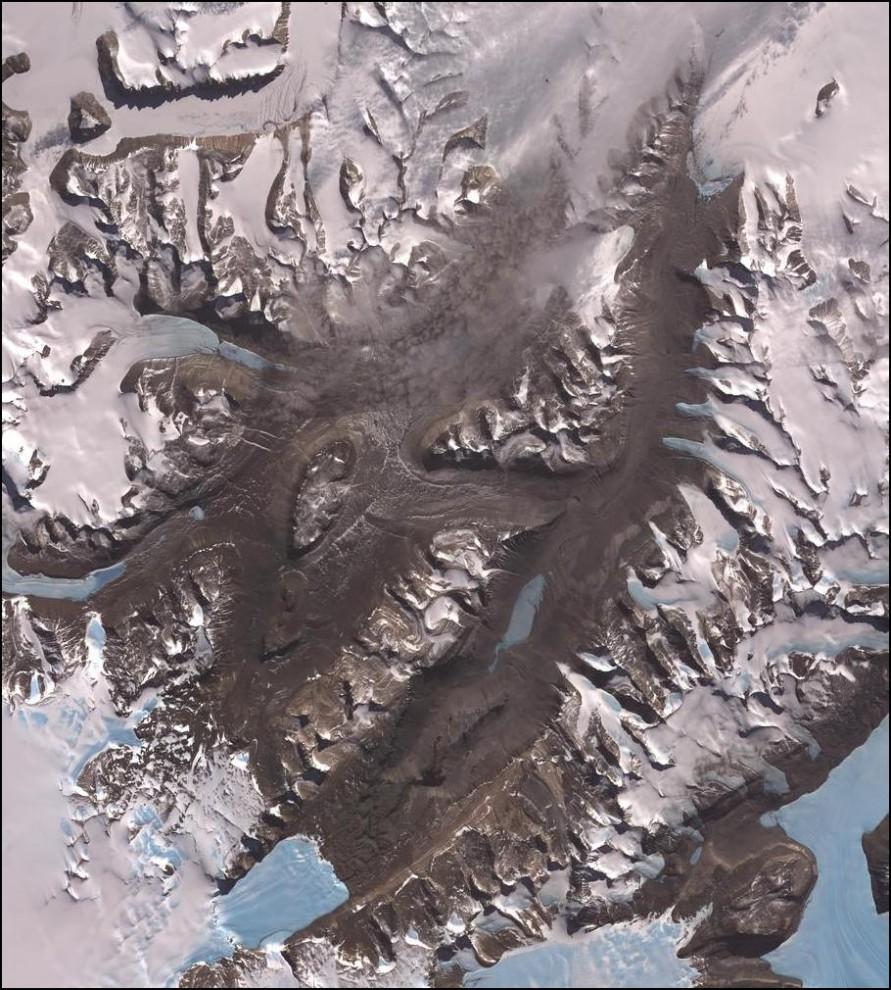 9) © NASA // Сухие долины Антарктиды, там почти нулевая влажность, нет снега и льда.