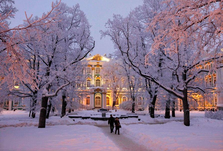 9. Зимний дворец в Санкт-Петербурге. В воскресенье температура здесь упала до       -20. (AP Photo/Dmitry Lovetsky)