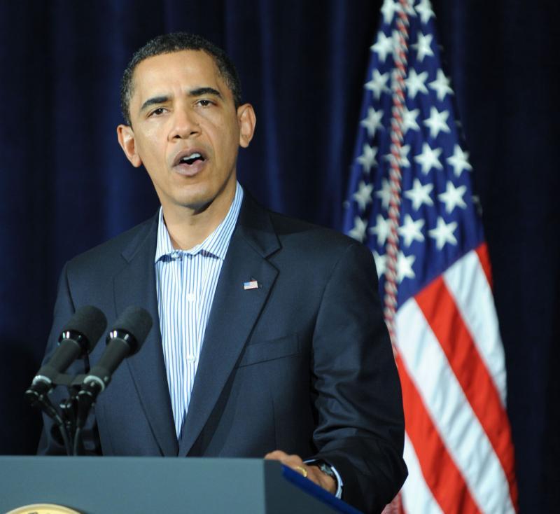 9. Барак Обама произносит речь о расследовании попытки теракта на борту самолета  «Northwest Airlines flight 253» на военной базе Гавайев, расположенной в заливе Канеохе, 29 декабря 2009 года. (UPI/Cory Lum/Pool)