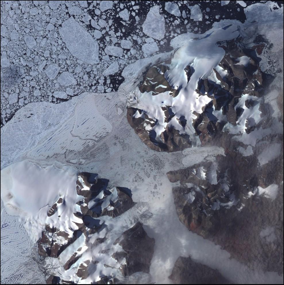 9)© NASA // Шельф Эйлс, Канада.