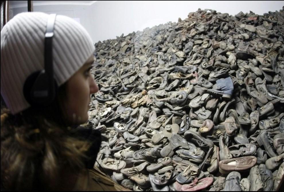 9) Гора обуви заключенных.(Reuters/Eric Gaillard)