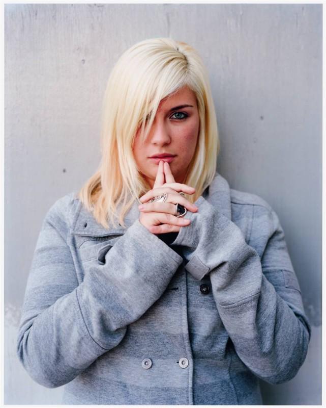 10. Девушка из Чикаго по имени Тиффани как будто спряталась за прядью волос. (Dawoud Bey / Character Project)