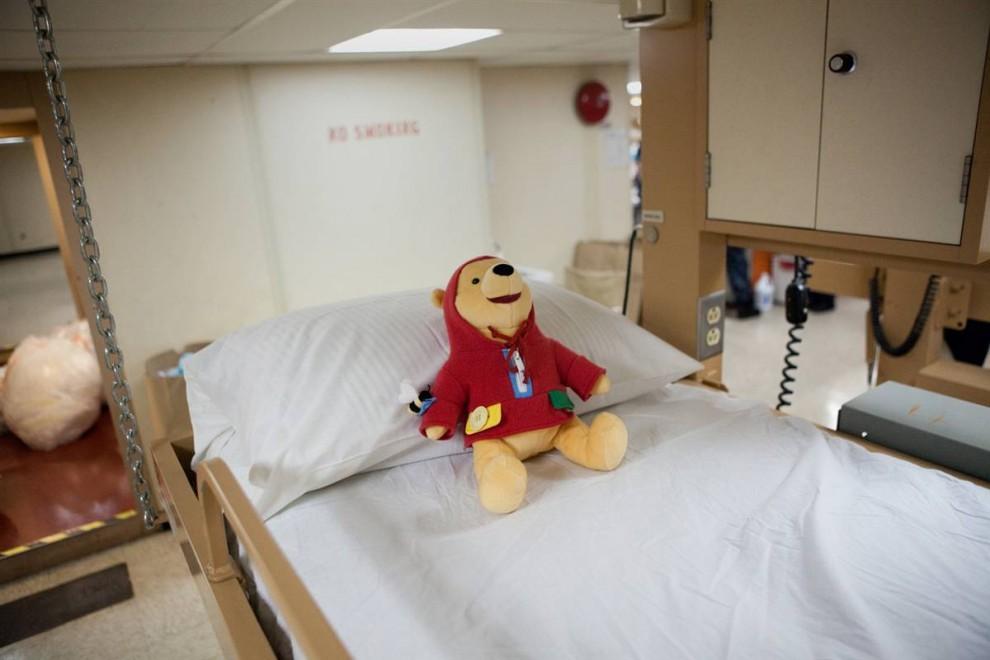 10. Плюшевый Вини Пух ждет маленьких пациентов в госпитале «Comfort». (Brendan Hoffman / Getty Images)