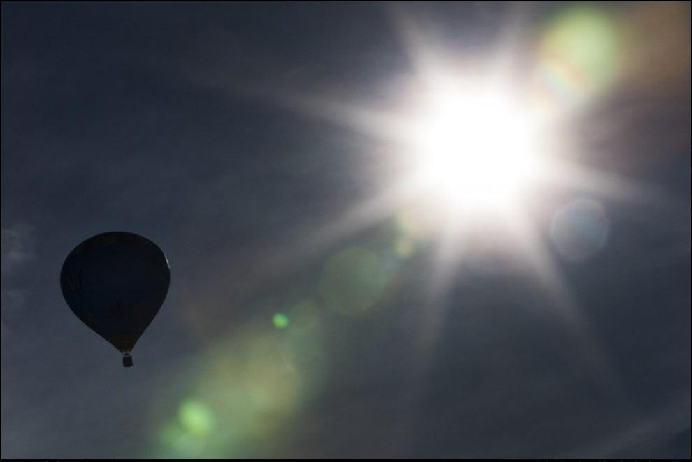 10) Фестиваль воздушных шаров в Шато-Д`о.(Reuters/Valentin Flauraud)
