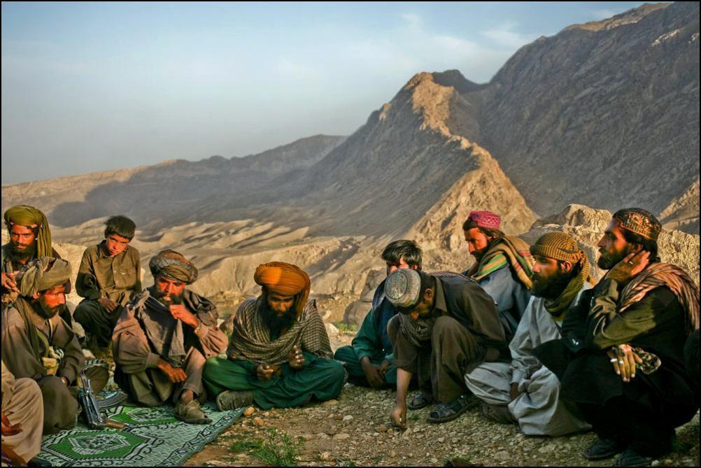 10) Жители деревни в лагере BLA, армия пользуется большой поддержкой у белуджи.