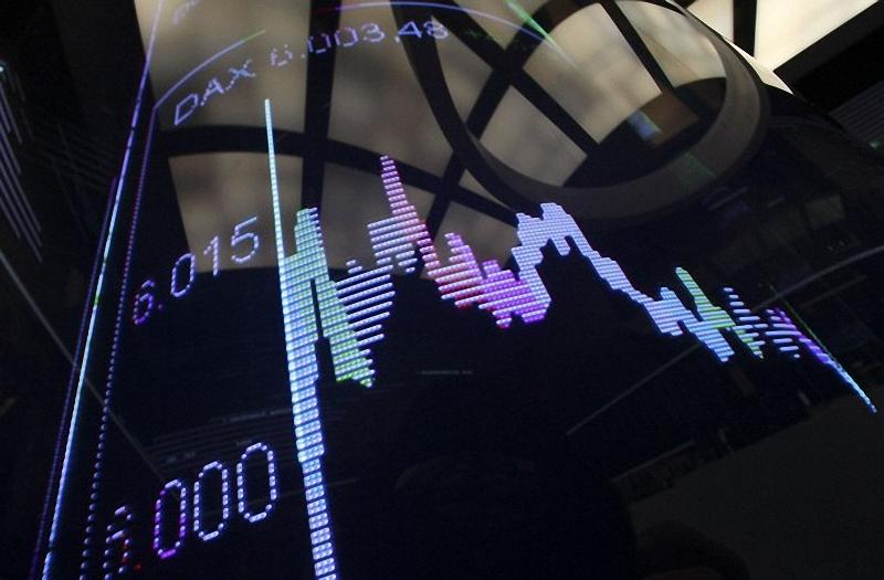 14) Экран с индексом DAX в помещении Франкфуртской фондовой биржи. Большинство азиатских фондовых бирж во вторник, 5 января, демонстрировали рост основных индексов на фоне положительных итогов торгов в Штатах, положительное воздействие на рынки оказывают цены на сырье. (REUTERS/Ralph Orlowski)