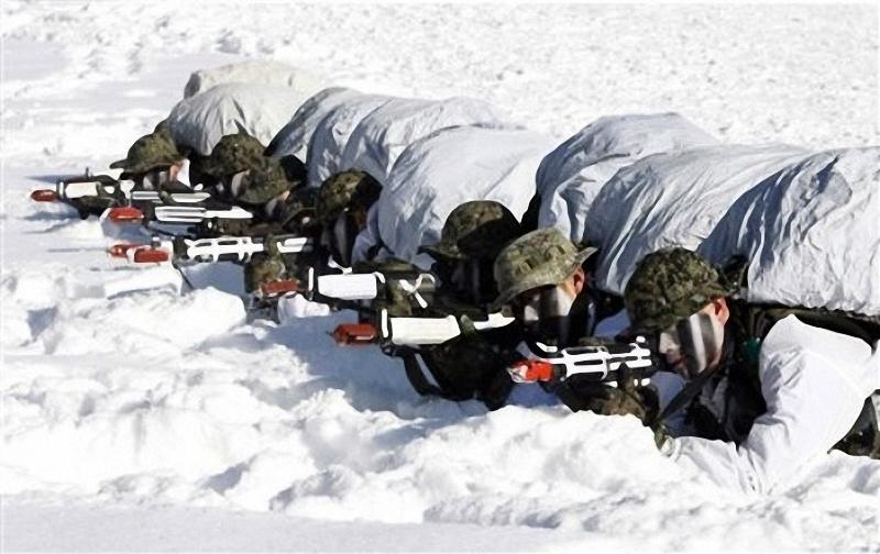 7) Чтобы быть уверенными в силах своей республики в ней тали проводиться ежегодные учения для бойцов спецназа. (AP Photo/Ahn Young-joon)