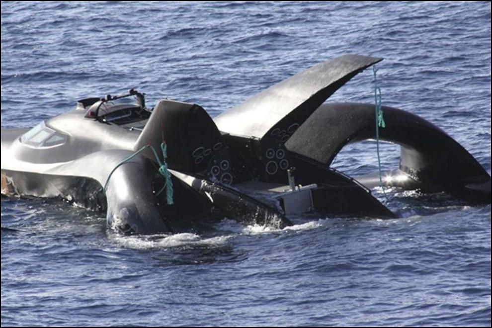 11) © AP Photo/Institute of Cetacean Research // Лодка окончательно затонула в пятницу в водах Антарктики.