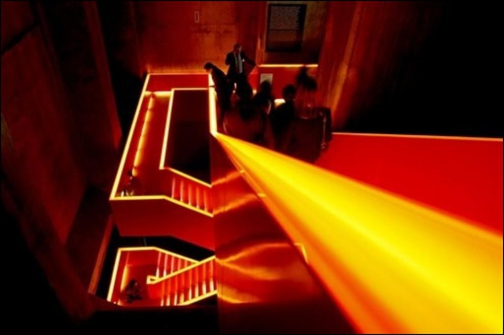11) © AP Photo/Frank Augstein // Лестница в музее Rurh выглядит как текущая расплавленная сталь.