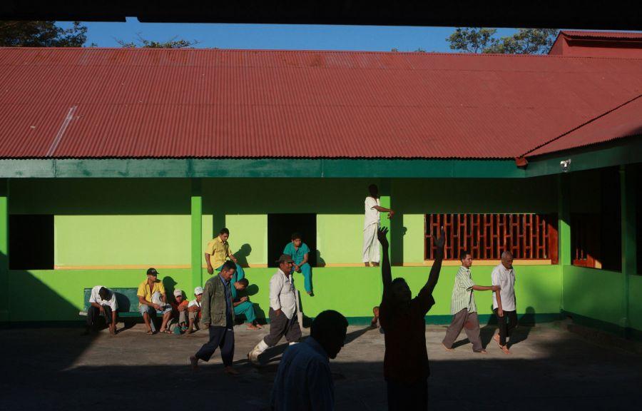 12. Пациенты отдыхают в главном дворике психиатрической клиники в Манагуа 5 февраля 2009 года. (AP Photo/Esteban Felix)