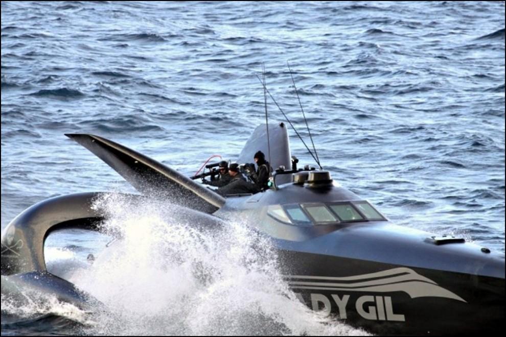 13) © REUTERS/The Institute of Cetacean Research // Последние часы Ady Gil.