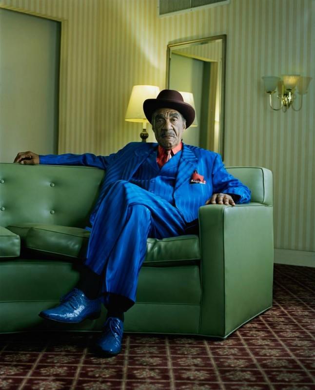13. Блюзовый и R&B музыкант Андре Уильямс отдыхает в отеле «Белэйр» в Чикаго. (Eric Ogden / Character Project)