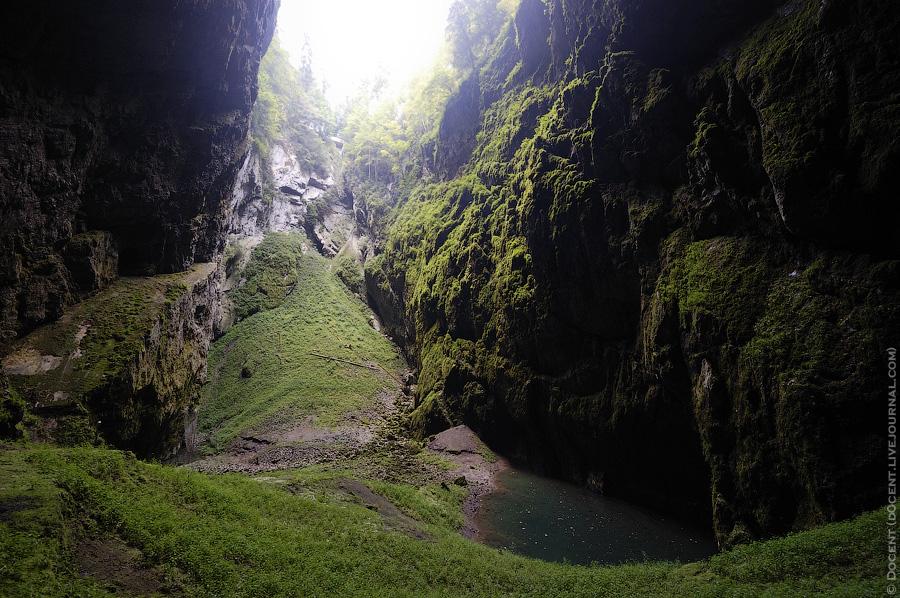 13) Ущелье тоже весьма живописное.