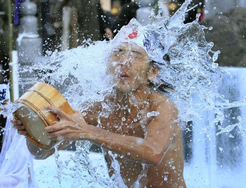 10) Является важнейшим среди традиционных ритуалов празднования Нового года в Японии. (REUTERS/Kim Kyung-Hoon)