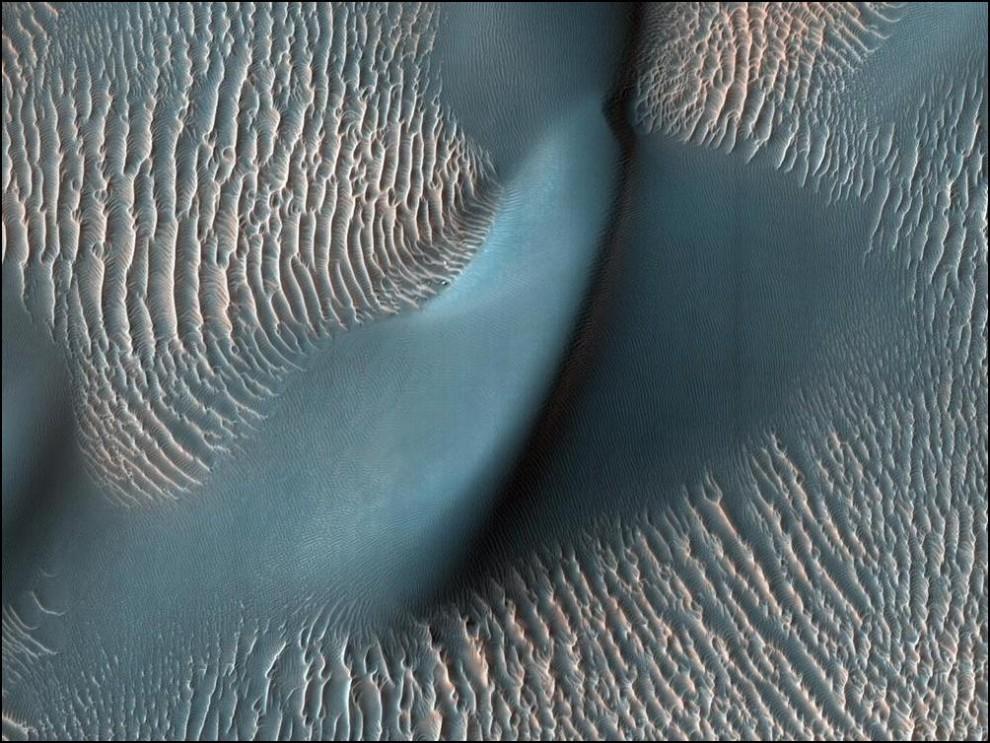 14) © NASA // Марсианский кратер Проктор.