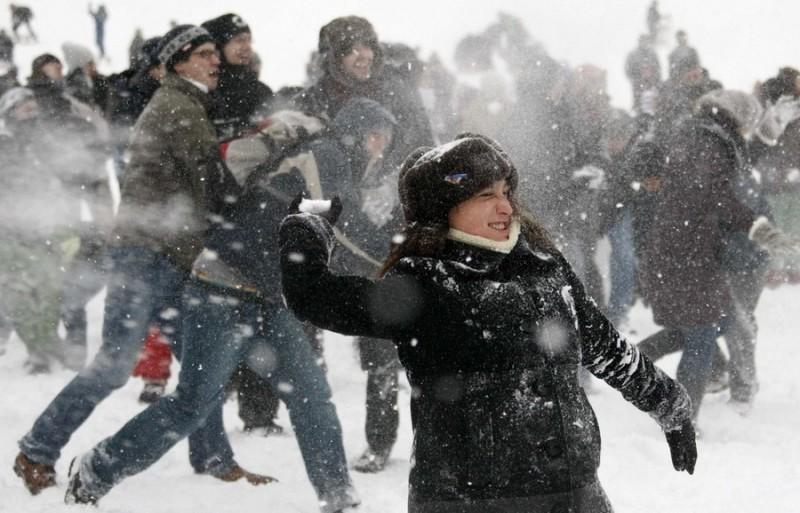 Флешмоб по снежкам прошел в Берлине