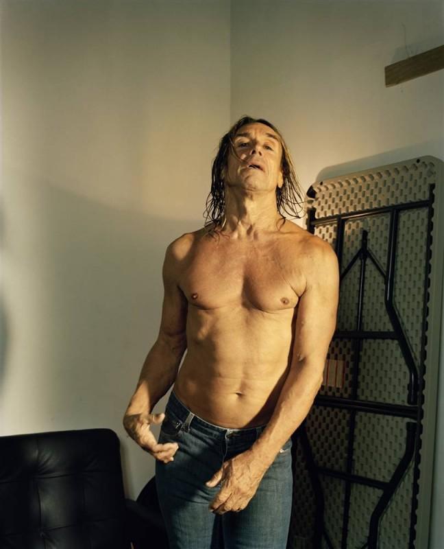 14. Рокер Игги Поп играет на воображаемой гитаре в «Терминале 5» в Нью-Йорке. (Eric Ogden / Character Project)