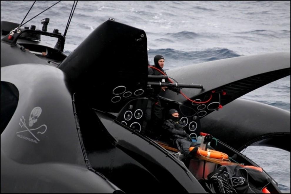 15) © REUTERS/The Institute of Cetacean Research // Из членов экипажа никто не пострадал.