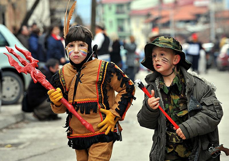 19) Карнавал входит в список Европейской Федерации Карнавальных Городов ( Federation of European Carnival Cities (FECC)). Это событие ежегодно привлекает около 50 тысяч туристов со всех стран мира, потому что это один из самых экстравагантных карнавалов в мире. (AP)