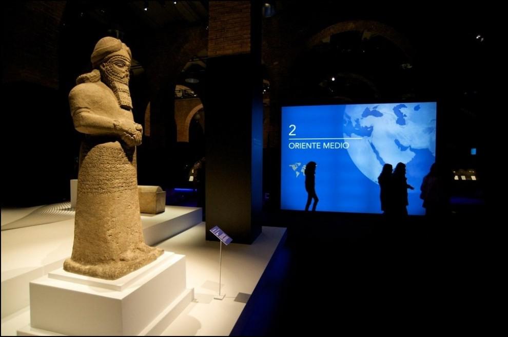15) © Juan Naharro Gimenez/Getty Images // Статуя божества из Нимруда, северный Ирак.