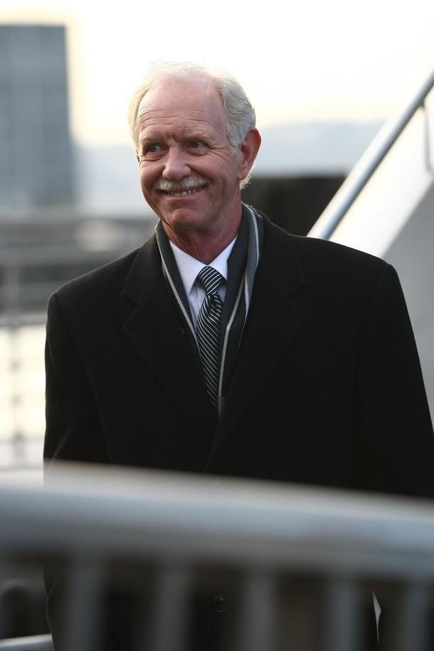 8) Капитан Чесли Селинбергер отходит на пароме к месту происшествия. (Chris McGrath/Getty Images)