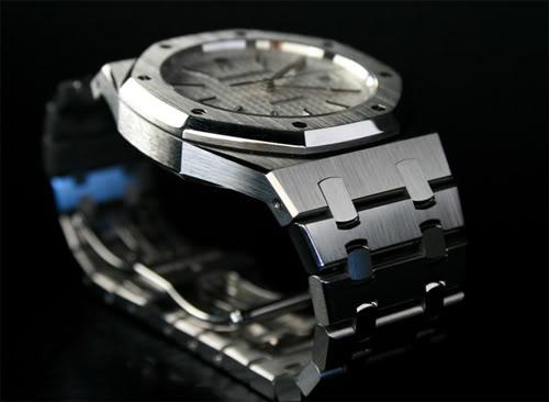 Рестайлинг модели наручных часов Royal Oak 15300